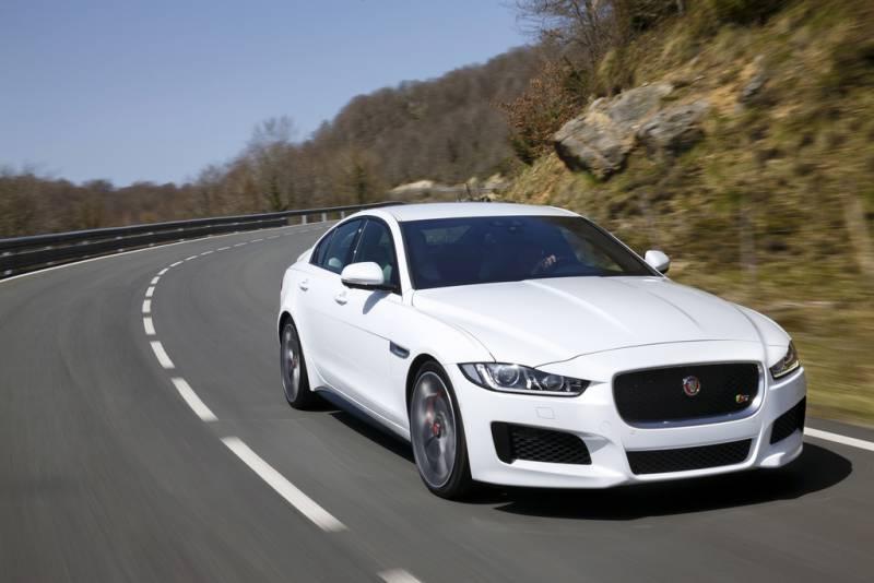 Profita de oferta Jaguar XE Pure