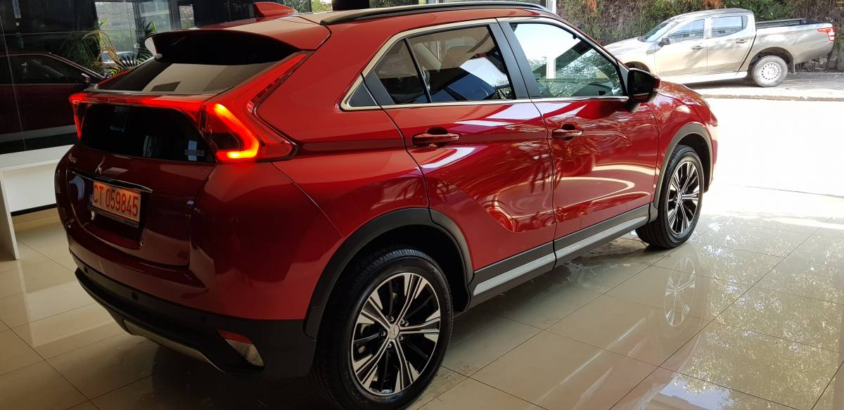OFERTA SPECIALA  ECLIPSE CROSS Intense 1.5TC CVT 4WD : Mitsubishi ECLIPSE CROSS