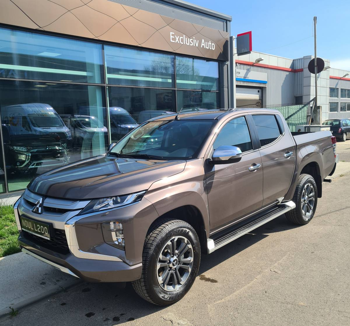 MY20 L200 Double Cab 4WD 2.2 DID 6M/T Intense : Mitsubishi L200 DOUBLE CAB